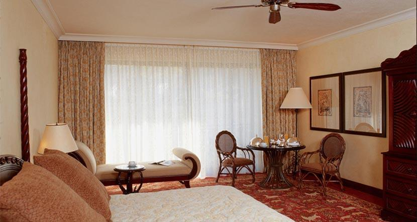 palace-superior-suite-bedroom.jpg